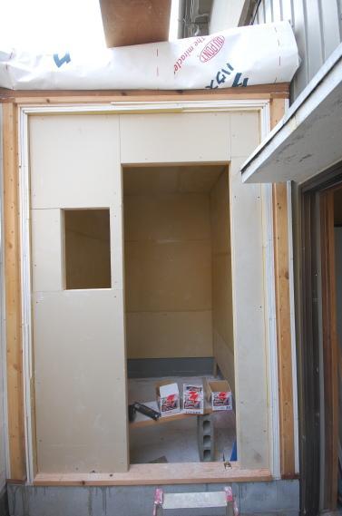 防音室入り口ユニット 更に石膏ボードを重ね張り