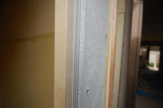 防音室入り口ユニット スーパーストラクチャーC+仕様で3重張りです