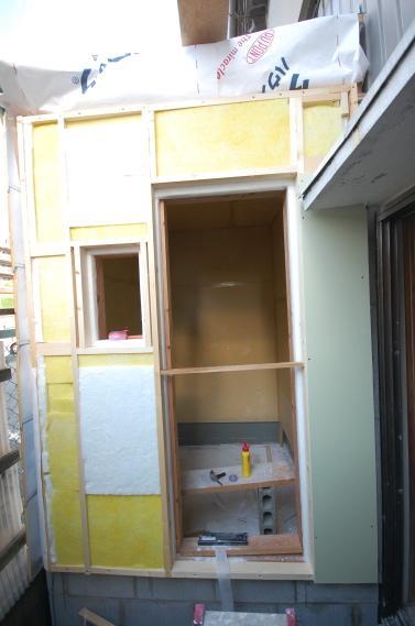 防音室入り口ユニット 枠の間に吸音材の張り込み