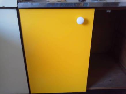 キッチンのシンクのカスタマイズ メークアップシートの貼り方つまみの取付