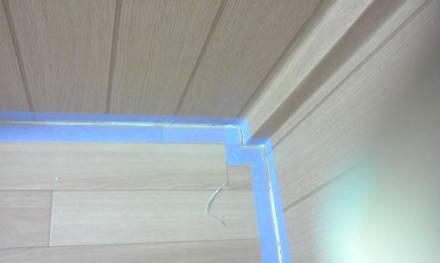 セパレートタイプにするためにトイレの新設 養生テープの貼り付け
