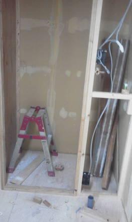 セパレートタイプにするためにトイレの新設 壁の新設と電気の配線