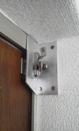 ドアを隙間をなくすためにクレセント付けた例 ドアのみを閉めた場合