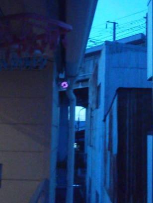 防犯対策アパート ベランダの外を監視するカメラ