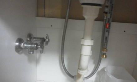 ャンプードレッサーの新設 アングル水栓の取り付け