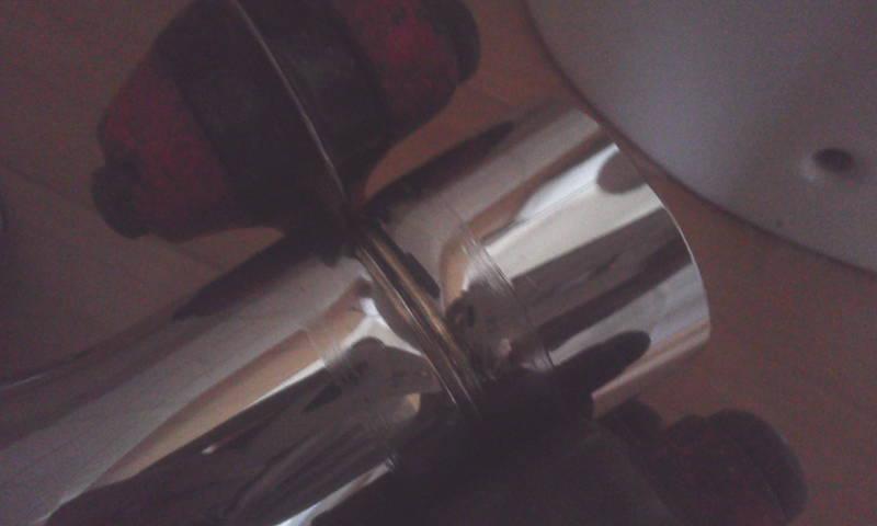 パイプカッターによる洗浄管の切断 パイプカッターを順に締め付け切断する