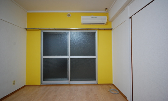2DKマンション 赤・黄色にも貼り替えます