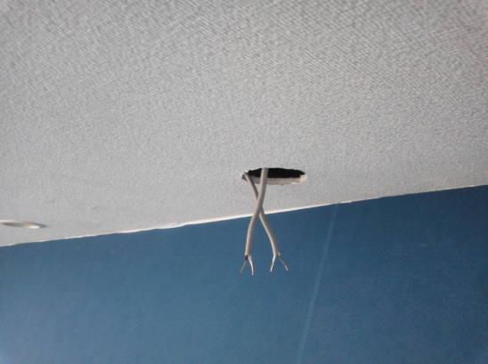 ダウンライトの取り付け 電線を所定の長さ剥きます。