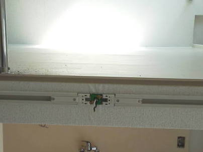 ライティングレールの取り付け方 電源部を取り付けた所