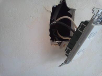 電気コンセントがカスタマイズできるアパート コンセント器具を取り付ける