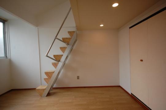 ロフトへ上りやすくする階段の改修前