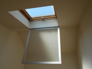 ロフト付の天窓の網戸