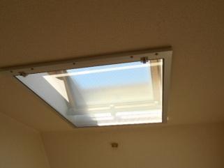 天窓の網戸 網戸を閉めます