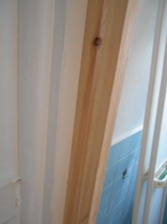 折り戸の取付 枠を取り付ける