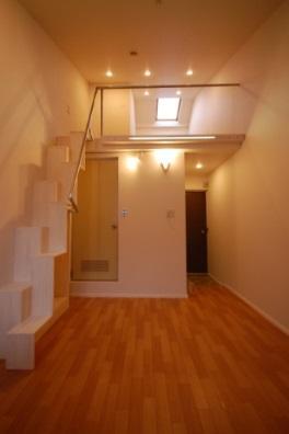 天井が高いロフト付きアパートB23
