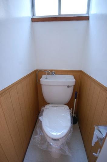 クロスのカスタマイズできるアパート トイレ