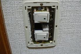 防音対策 普通の電気スイッチのカバーをはずしたところ