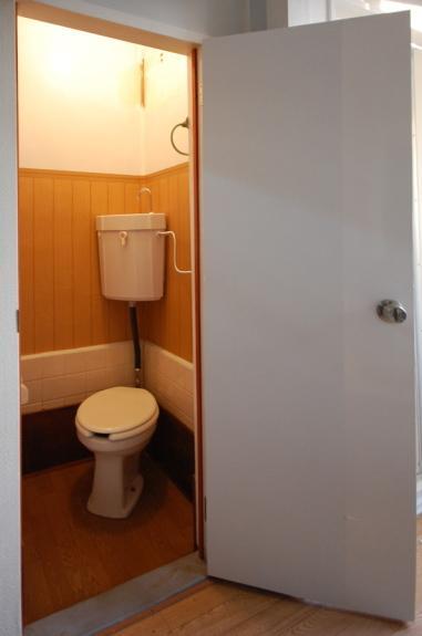 ロフト付南向きセパレートアパート トイレ