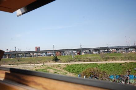 園田アパートロフト窓からの藻川西側