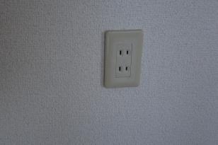 電気コンセントの位置がカスタマイズできるアパート 例