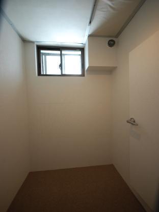 防音室付アパート 防音室窓側