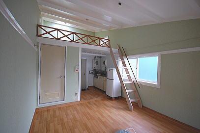 天井が高いロフト付きアパートF203
