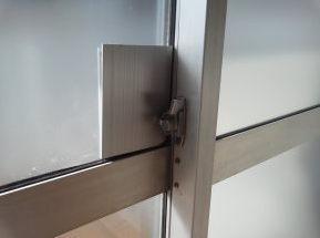 ガラス窓補強用金属板 内側