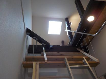 下から見たロフト 照明・天窓・コンセント付