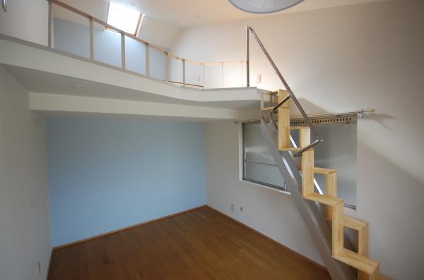 天井が高いロフト付きアパートP18