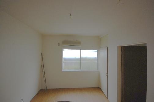 防音アパート 防音の洋室写真窓側