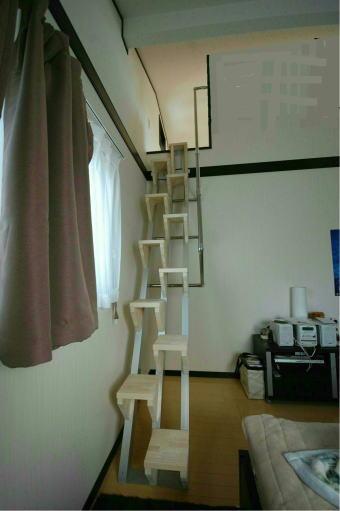 手すりをすぐ横にある壁に取り付けるタイプ。(親柱を立てない