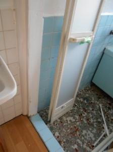 お風呂の扉を折り戸に