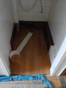 洋便器への取り替え シート張り幅木取付