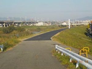 藻川河川改修 28年度堤防上の舗装
