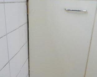流しの扉の所に隙間がある