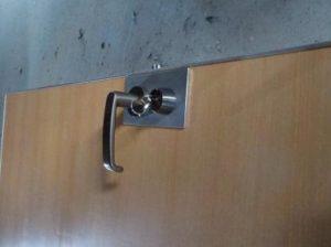 ドアをリフレッシュしてレバーハンドルに