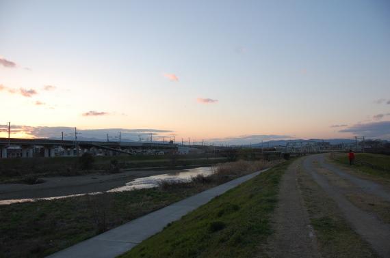 アパートのそばのゆったり流れる1級河川藻川