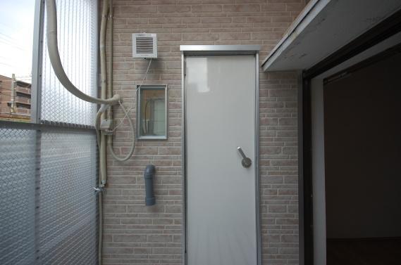 防音室入り口ユニット 外側のドアを防音補強