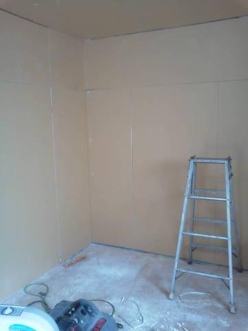 楽器可のアパート作ってます。 防音室の壁作ってます