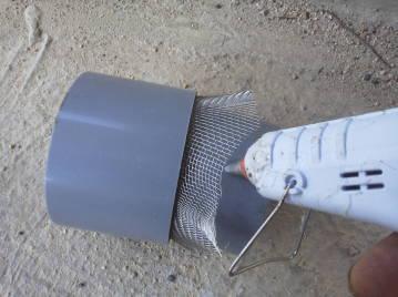 換気チャンバー用 虫侵入防止網 自作継ぎ手金網外筒を半ばまで差し込み融着型接着剤を付け差し込む