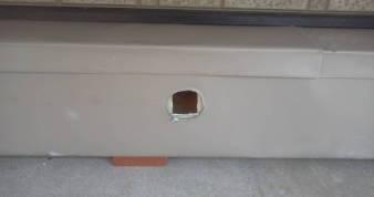 床下換気孔の防音 換気チャンバーに換気線用の穴を開ける