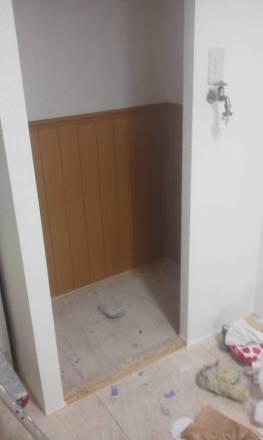 セパレートタイプにするためにトイレの新設 壁の張り付けとクロスの貼り付け