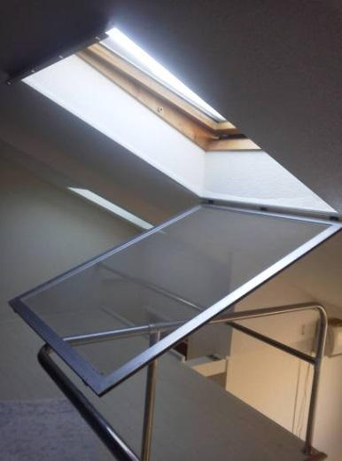 ロフトの天窓 天窓の遮光 網戸を開ける