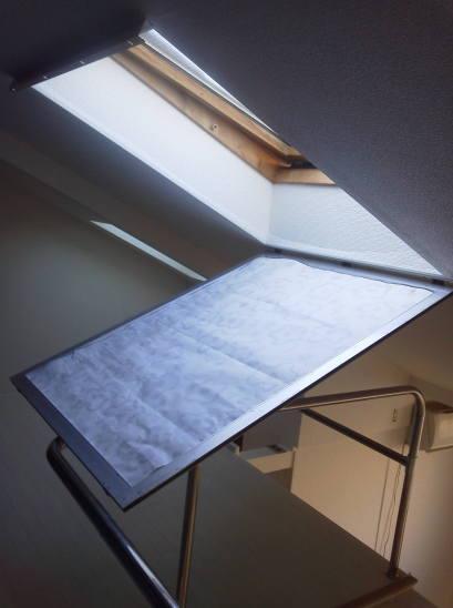 ロフトの天窓 天窓の遮光 網戸に遮光用シートを載せる