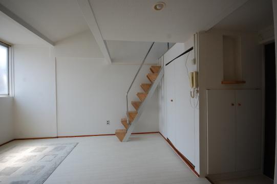 ロフト付きアパート 洋室南面