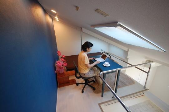 勉強部屋に最適の小社ロフト写真
