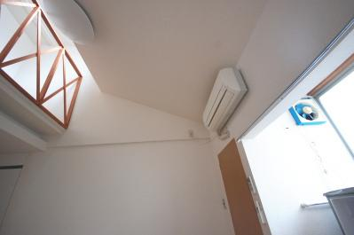 ロフト付きお部屋の選ぶポイント エアコンはロフトを向いて付いていると良い