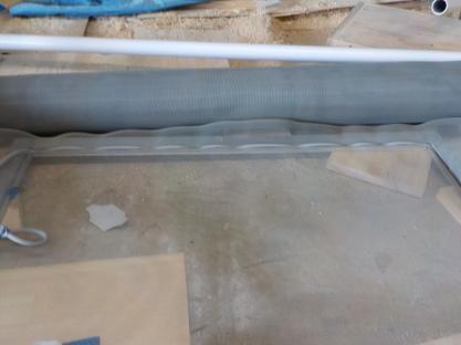 天窓網戸の製作 押さえゴムの挿入