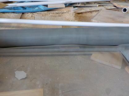 天窓網戸の製作 片側のゴムを挿入