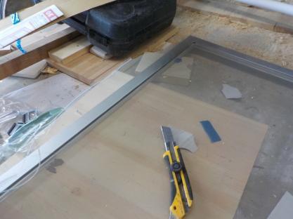 天窓網戸の製作 余分な網戸の切断